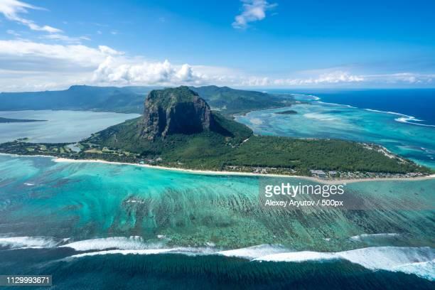 incredible view of mauritius island picture taken from helicopter - islas mauricio fotografías e imágenes de stock
