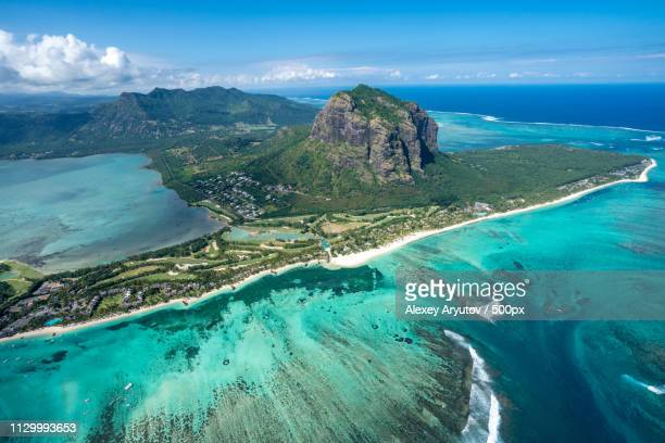 incredible view of the famous underwater waterfall in mauritius picture taken from helicopter - islas mauricio fotografías e imágenes de stock