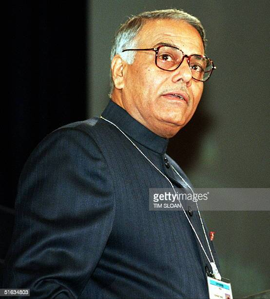Indain Minister of Finance Yashwant Sinha speaks during the annual meeting of the International Monetary Fund and World Bank in Washington 07 October...
