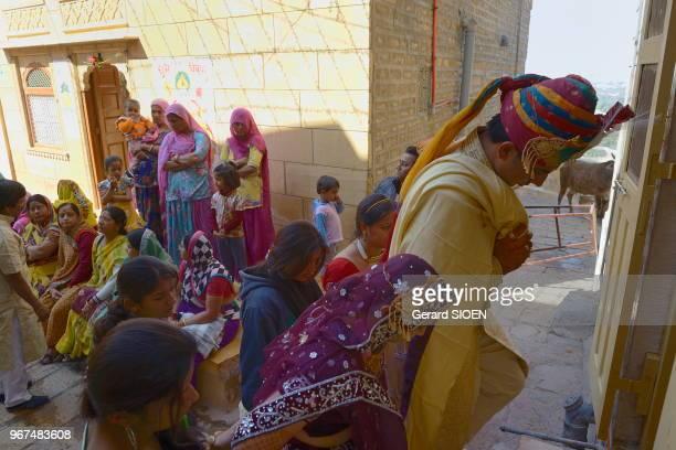 Inde Rajasthan region du Marwar Jaisalmer ceremonie de mariage a l'interieur de la citadelle India Rajasthan Marwar region Jaisalmer wedding ceremony...