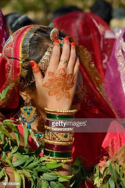 Inde Rajasthan region du Marwar Jaisalmer festival du Desert ceremonie de la procession portrait de jeune femme//India Rajasthan Marwar region...