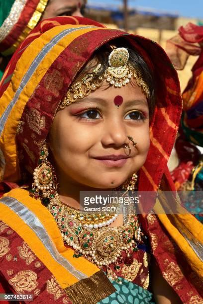 Inde Rajasthan region du Marwar Jaisalmer festival du Desert ceremonie de la procession portrait d'une jeune fille//India Rajasthan Marwar region...