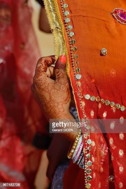 Inde Rajasthan region du Marwar Jaisalmer festival du Desert ceremonie de la procession detail costume feminin traditionnel//India Rajasthan Marwar...