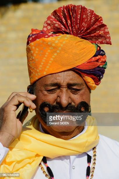 Inde Rajasthan region du Marwar Jaisalmer festival du Desert ceremonie de la procession portrait d'homme a la moustache//India Rajasthan Marwar...