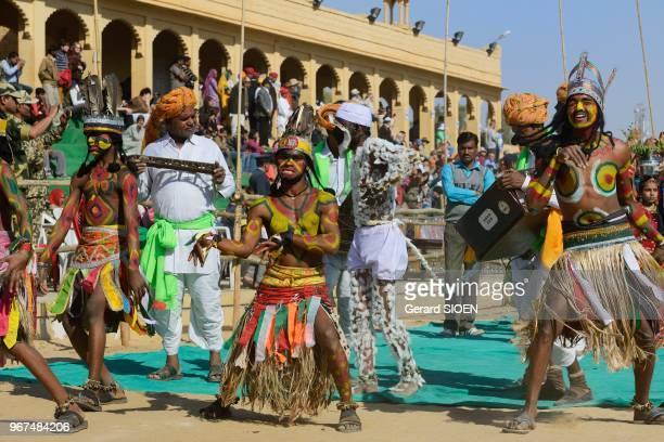 Inde Rajasthan region du Marwar Jaisalmer festival du Desert ceremonie de la procession danse traditionnelle//India Rajasthan Marwar region Jaisalmer...