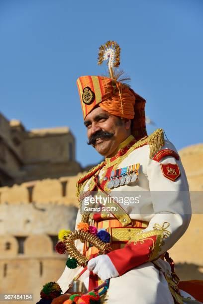 Inde Rajasthan region du Marwar Jaisalmer festival du Desert procession du regiment des forces armees en dromadaire//India Rajasthan Marwar region...