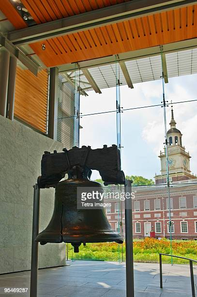indepencence hall - liberty bell stock pictures, royalty-free photos & images