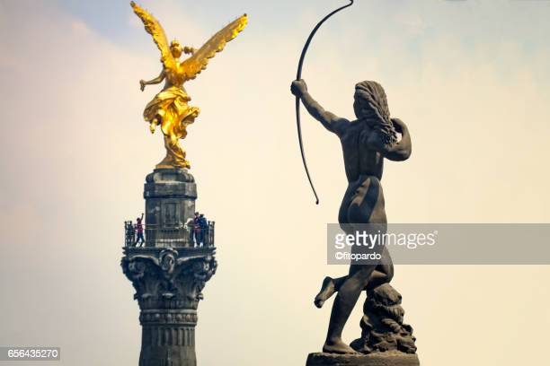 independence angel and diana cazadora skyline in mexico city - independence monument mexico city stock pictures, royalty-free photos & images