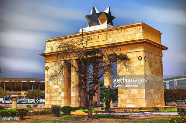 independence arch, accra, ghana - ghana stock pictures, royalty-free photos & images