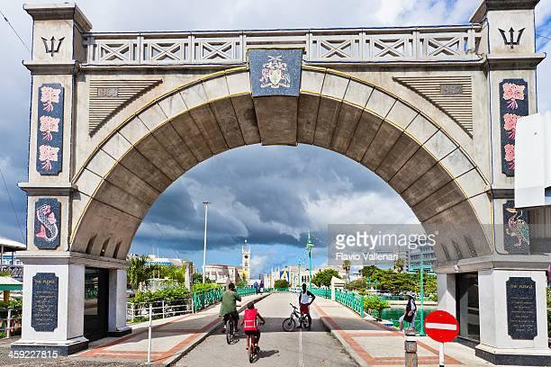 independence arch & chamberlain bridge, bridgetown, barbados - bridgetown barbados stock pictures, royalty-free photos & images