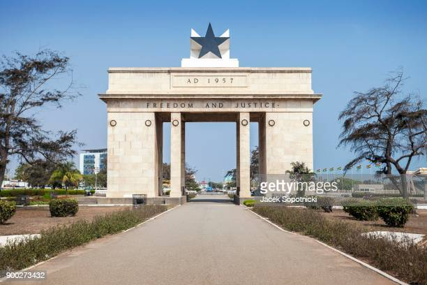 independence arch, freedom and justice, accra, ghana - hauptstadt stock-fotos und bilder