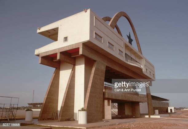 independence arch in accra - ghana independence stock pictures, royalty-free photos & images