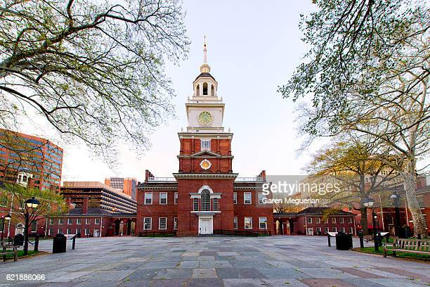 independence hall, philadelphia - pennsylvania stock pictures, royalty-free photos & images