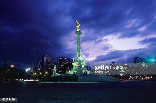 independence monument in mexico city - mexico city stock pictures, royalty-free photos & images