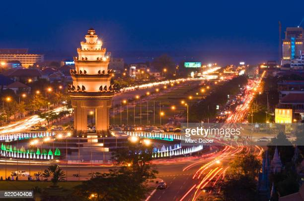 independence monument in phnom penh - phnom penh stock pictures, royalty-free photos & images