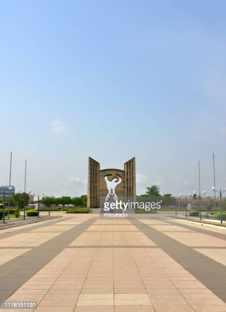 independence monument, with the vase of the flame of independence, lomé, togo - togo stock pictures, royalty-free photos & images