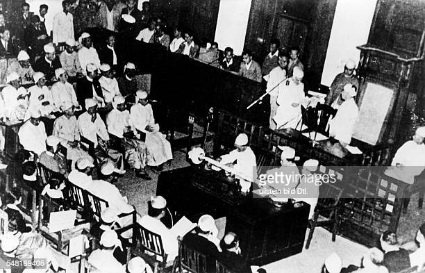 Independence of Burma Prime Minister Thakin taking the oath to the Republic in the constituent assembly