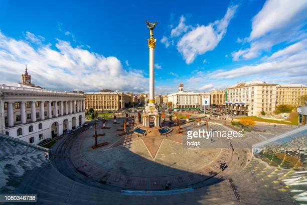 unabhängigkeits-square-gründer-denkmal in kiew, ukraine, europa - kiew stock-fotos und bilder
