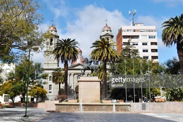 independence square (plaza independencia) in the city of mercedes, uruguay - uruguay stock-fotos und bilder