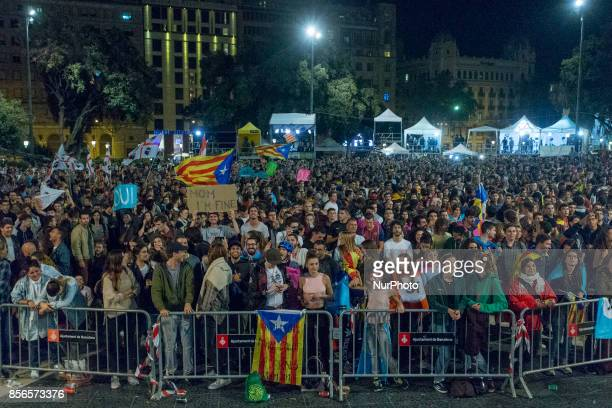 Independence supporters gather in Barcelona's Plaza Catalunya waiting for electoral results on 1st October 2017