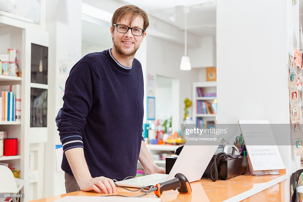 independent business owner at cash register : Stock Photo