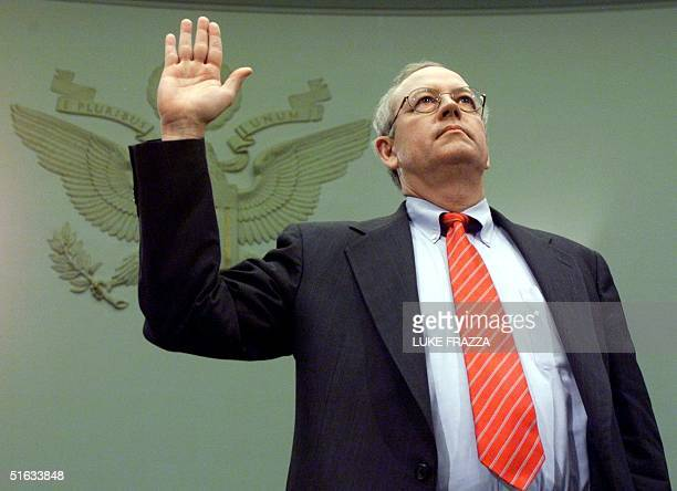 Independent counsel Kenneth Starr is sworn in to testify before the House Judiciary Committee impeachment inquiry 19 November on Capitol Hill in...