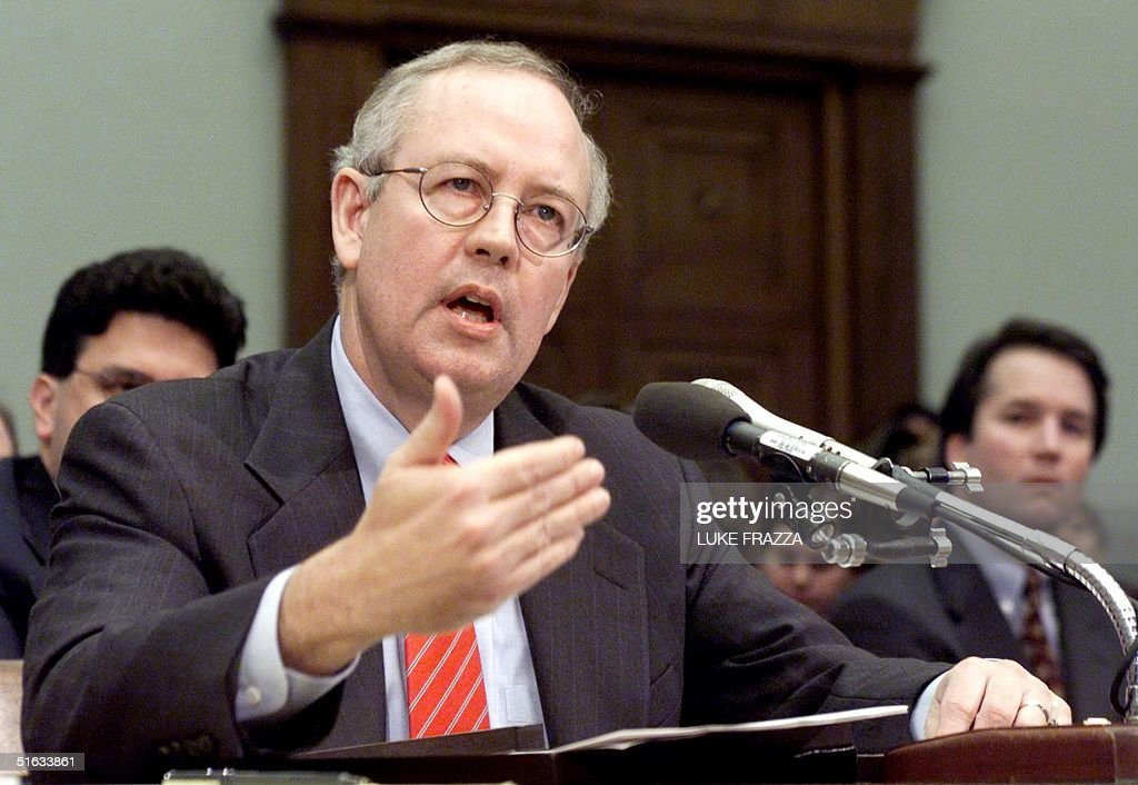 Independent Counsel Kenneth Starr testifies before : News Photo