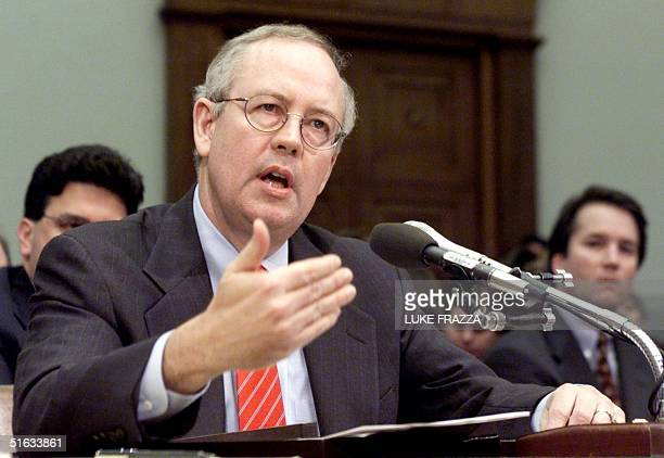Independent Counsel Kenneth Starr testifies before the House Judiciary Committee on Impeachment Inquiry 19 November on Capitol Hill in Washington DC...