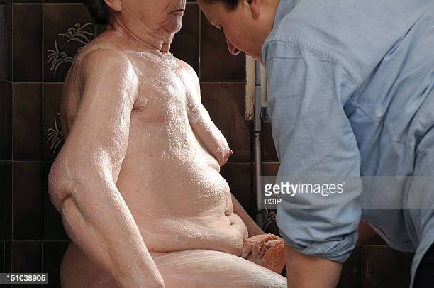 Independent Nurse In Venissieux France Toilette At The Place Of An Elderly Woman Who Undergone The Ablation Of The Right Breast