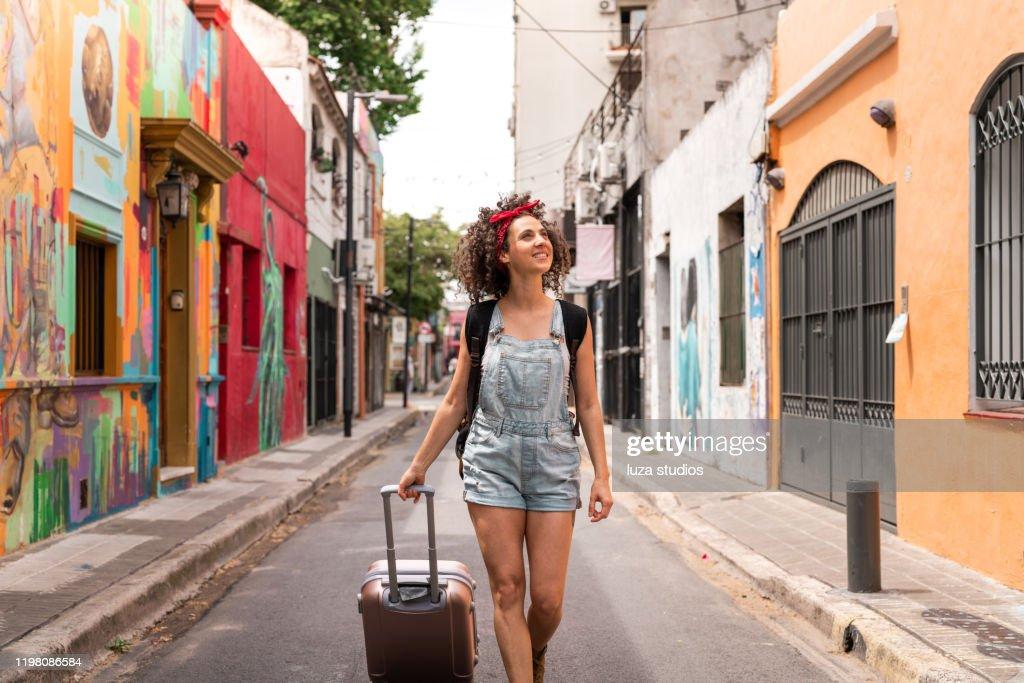 南米を一人旅する自立した女性 : ストックフォト