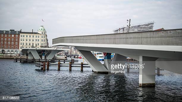 inderhavnsbroen - inner harbour bridge, copenhagen, denmark - nyhavn stock pictures, royalty-free photos & images