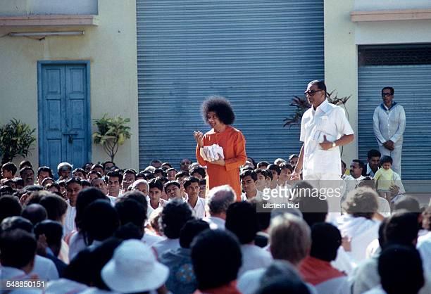 India Andhra Pradesh Sathya Sai Baba guru religious teacher in his ashram um 1990