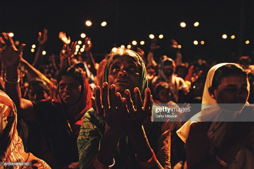 India, Bangalore, crowd at evangelist Reinhard Bonnke's religious meeting : Fotografia de notícias