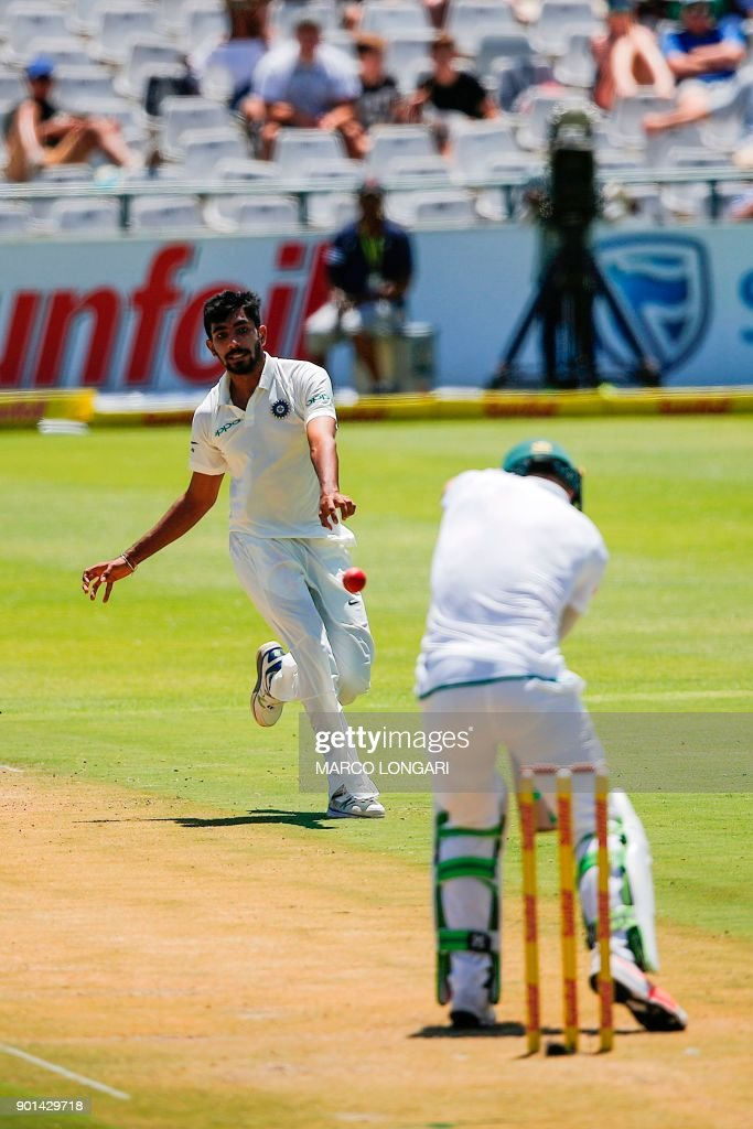 India bowler Jasprit Bumrah (L) reaches out for a ball delivered to South Africa batsman AB de Villiers (R) during day one of the First Test between South Africa and India in Cape Town, on January 5, 2018. /
