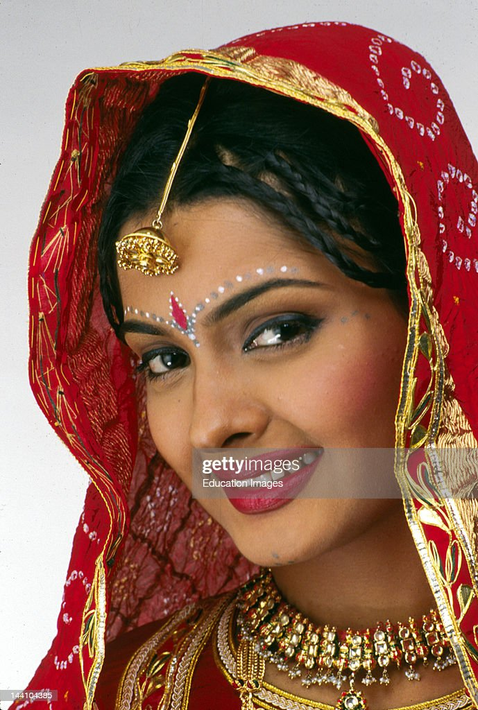 India, Bride In Traditional Dress Of Rajasthan. : News Photo