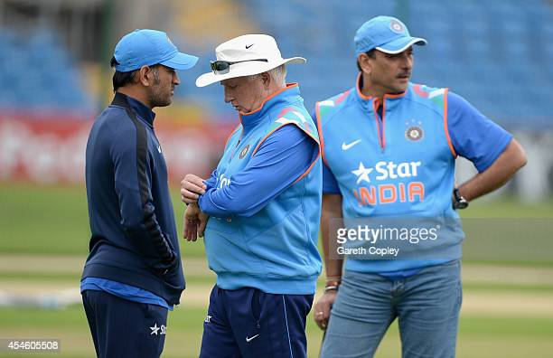 India coach Duncan Fletcher looks at his watch alongside Ravi Shastri and Mahendra Singh Dhoni during a nets session at Headingley on September 4...