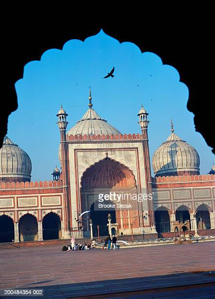 india, delhi, jama masjid mosque and arch - jama masjid delhi stock pictures, royalty-free photos & images