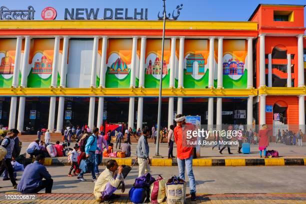 india, delhi, new delhi, train station - ニューデリー ストックフォトと画像