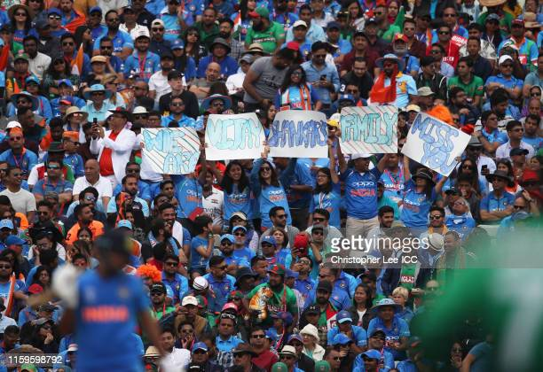 60 Top Cricket Fans India Pictures, Photos and Images