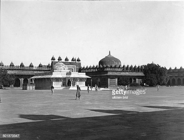 India, Fatehpur Sikri, Tomb of the mystic Salim Chishti. - probably in the 1910s