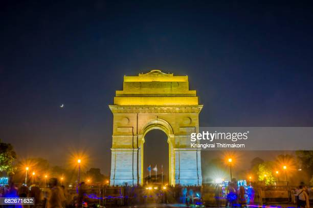 india gate by night. - india gate delhi stock pictures, royalty-free photos & images