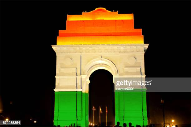 india gate lit with tricolor - india politics stock pictures, royalty-free photos & images
