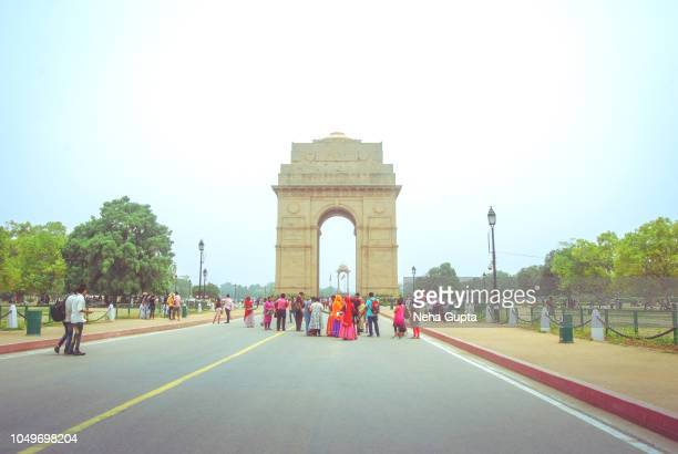 india gate, new delhi, india. - india gate stock pictures, royalty-free photos & images