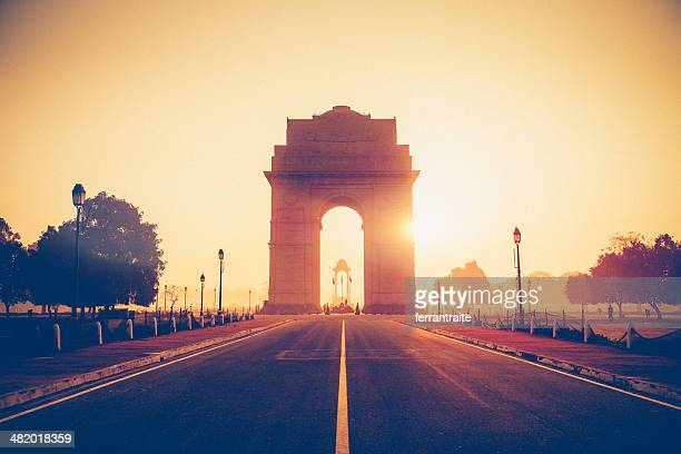 india gate new delhi - delhi stock pictures, royalty-free photos & images