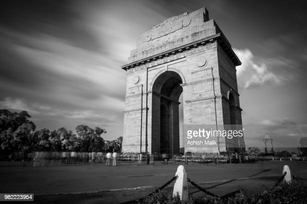 india gate war memorial in delhi, india. - india gate stock pictures, royalty-free photos & images
