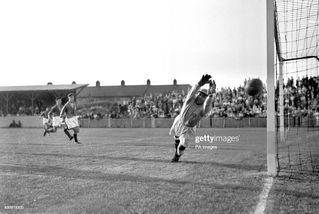 Soccer - Summer Olympic Games 1948 - India v France - London - Ilford : News Photo
