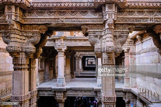 india, gujarat, ahmedabad, adalaj stepwell - stepwell stock pictures, royalty-free photos & images