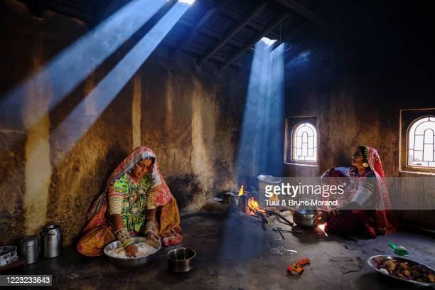 india, gujarat, kutch, meghwal ethnic group - カースト ストックフォトと画像