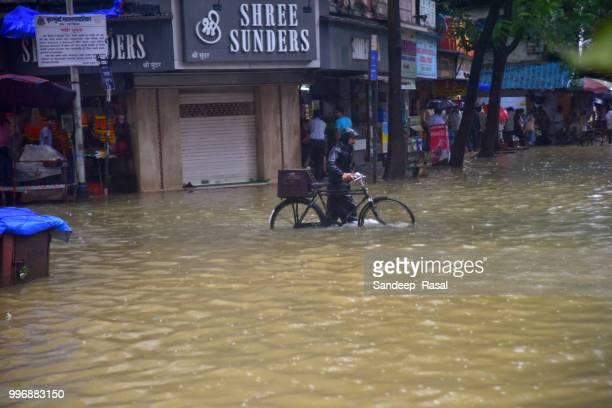 india: heavy rains across mumbai continues - maharashtra stock pictures, royalty-free photos & images