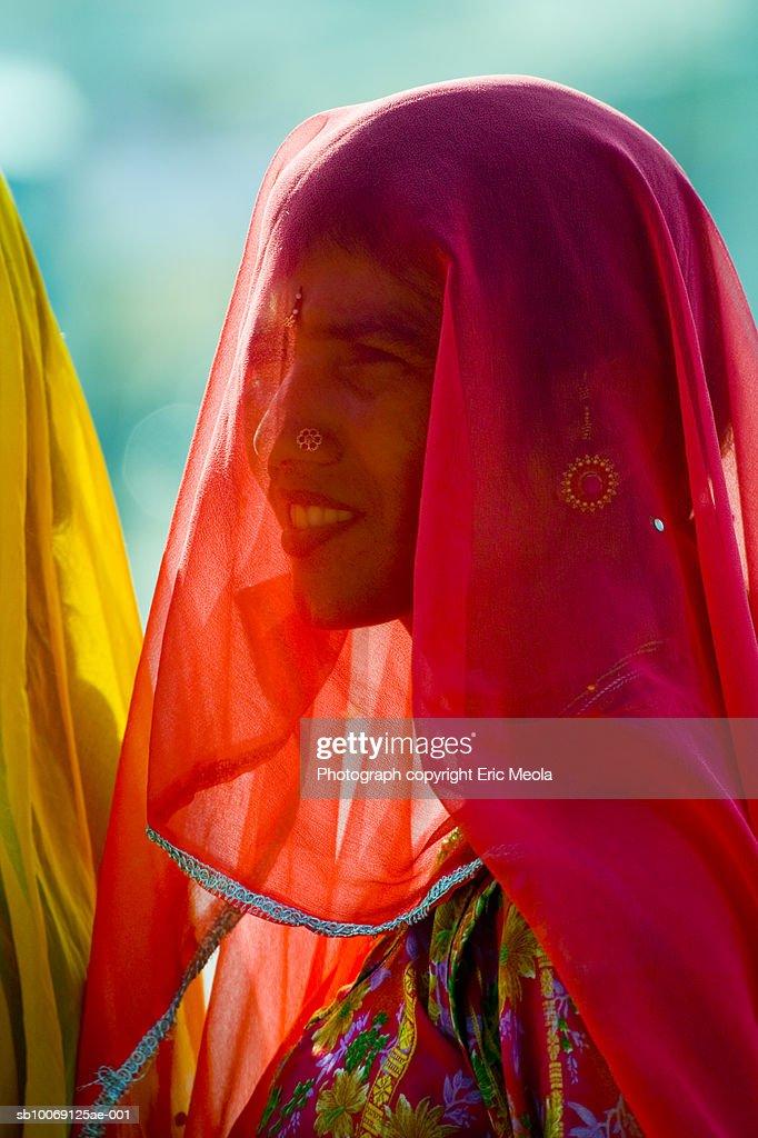 India, Jaisalmer, Veiled woman outdoors, close-up : Stockfoto